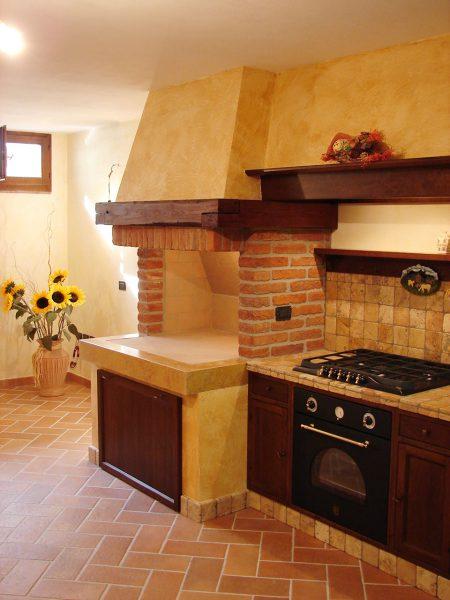 caminetto-mattoni-vecchi-faccia-vista-cucina | Arco Caminetti